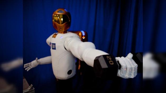 Un androide en la Estación Espacial Internacional