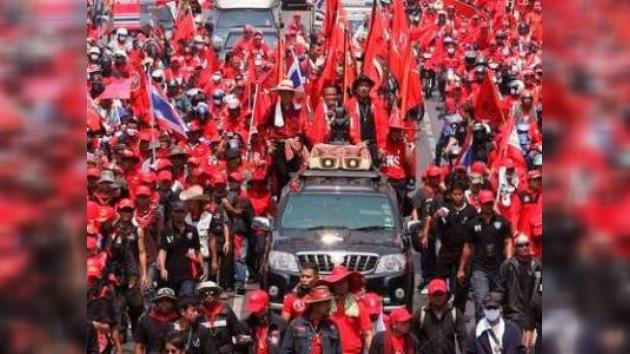 Los 'camisas rojas' intentan bloquear el centro de Bangkok hasta el lunes