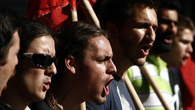 """En vivo: Los griegos gritan """"no"""" a las nuevas medidas de austeridad"""