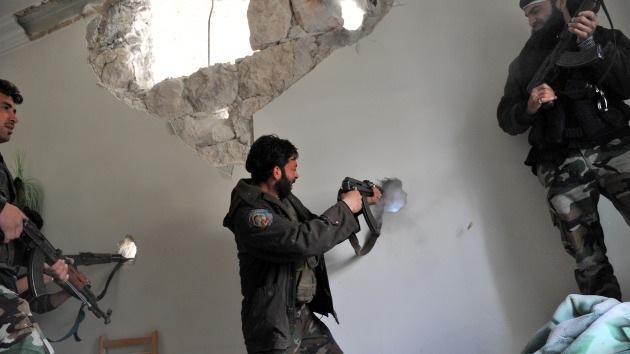 EE.UU. suministrará a la oposición siria 100 millones de dólares en equipamiento
