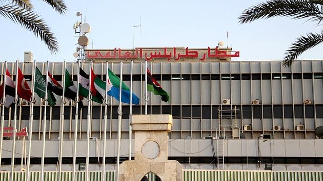 Tropas armadas cercan el aeropuerto internacional de Trípoli con tanques