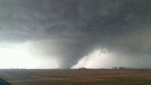Video, fotos: Ola de tornados golpea Illinois y Kentucky dejando varias víctimas