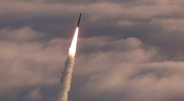 EE.UU. lanzó con éxito un misil balístico intercontinental