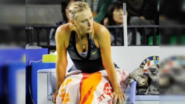 Sharápova se retira por lesión y Zvonariova avanza en Tokio