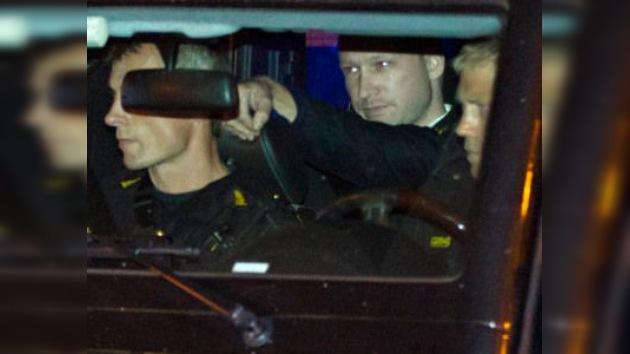 Dictan 4 semanas de aislamiento total para Breivik