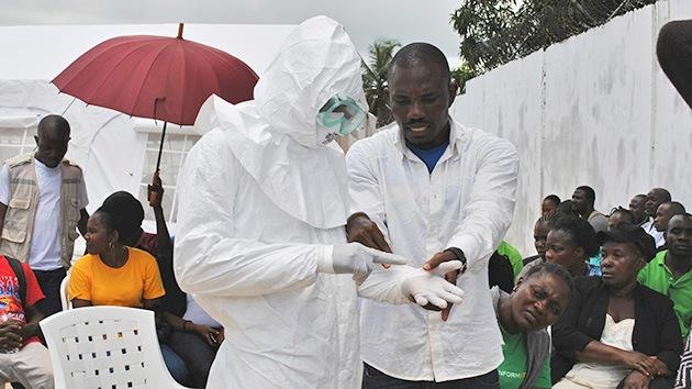 Un médico de Liberia combate el virus del ébola con medicamentos para el VIH