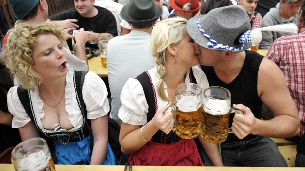 """""""Cambiar de pareja cada cinco años"""", la clave de la felicidad para algunos psicólogos"""