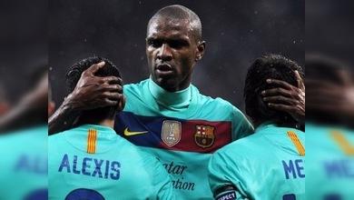 Abidal pasa por el quirófano y es ovacionado en el Camp Nou