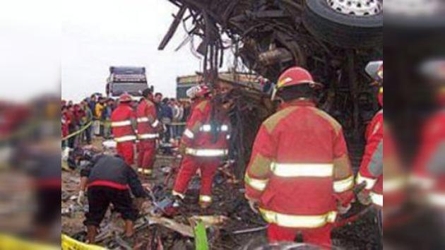Cerca de 40 personas mueren en un accidente de tráfico en Perú