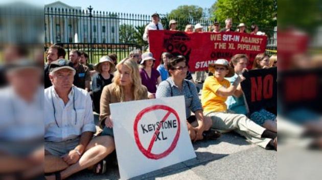 Ecologistas protestan ante la Casa Blanca contra el oleoducto Keystone XL