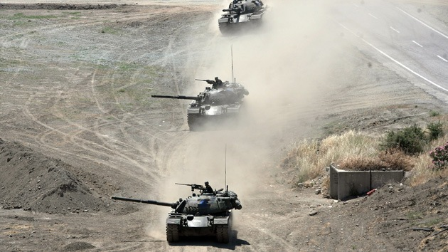 Turquía despliega tanques en la frontera con Siria