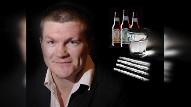 Graban a ex campeón mundial de box inhalando cocaína