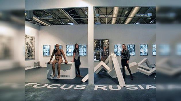 Esculpa sus deseos junto a artistas rusos en la feria ARCO en Madrid