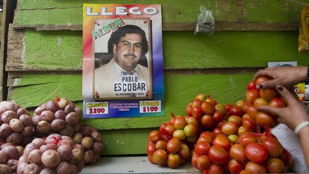 A la venta en Medellín un álbum de cromos sobre criminales colombianos