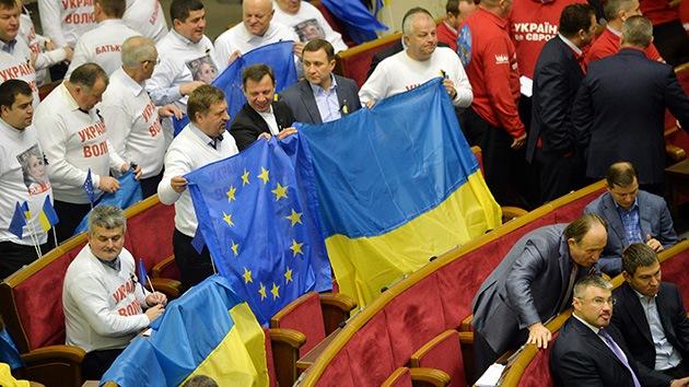 """Medios occidentales: Rusia vence a la Unión Europea en la """"guerra fría"""" por Ucrania"""