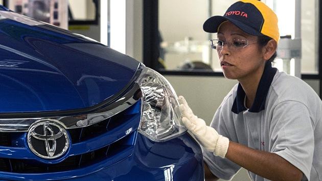 Toyota da la espalda a los robots y empieza a sustituirlos por personas