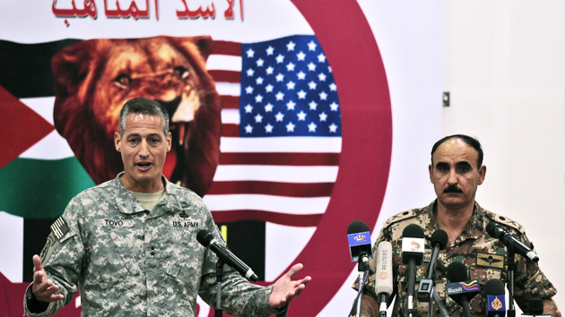 EE.  Estados.  levou grande manobra militar na Jordânia que Israel não foi convidado