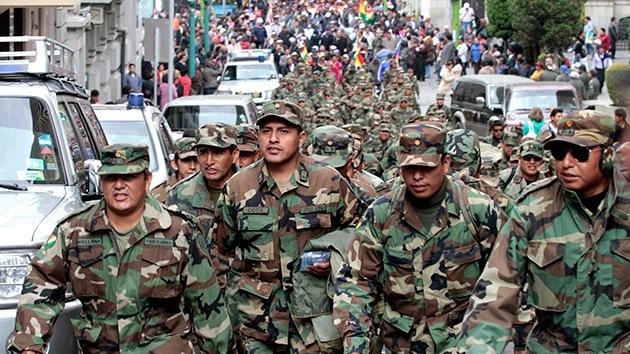 """Bolivia despide a 702 militares que participaron en una protesta por """"sedición y motín"""""""