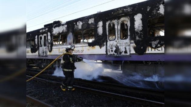 Incendian un tren en las afueras de Buenos Aires