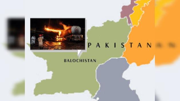 Terroristas quemaron 20 cisternas de gasolina de la OTAN