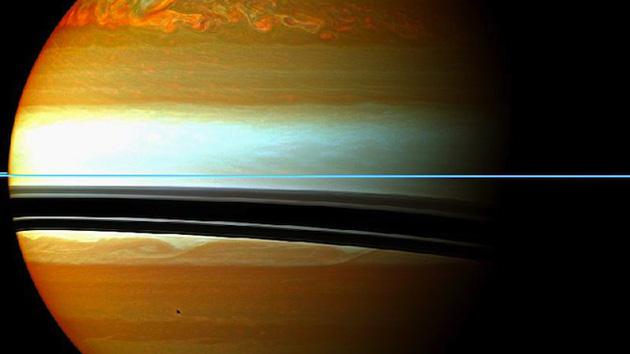 Uma tempestade em Saturno produz a maior crise que já viu o sistema solar