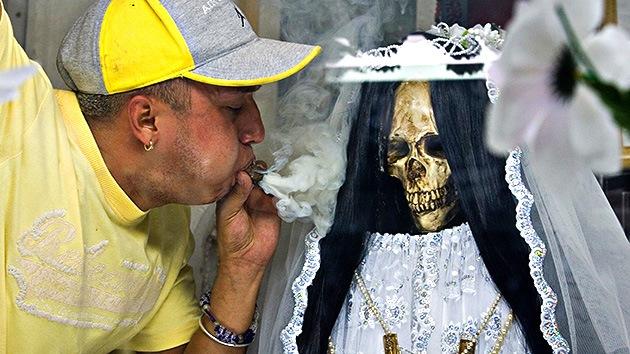 """El Vaticano tacha de """"blasfemia"""" la veneración en México de la Santa Muerte"""