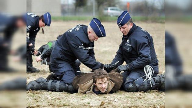 Acción por la paz ante la sede de la OTAN acaba con palizas y detenciones