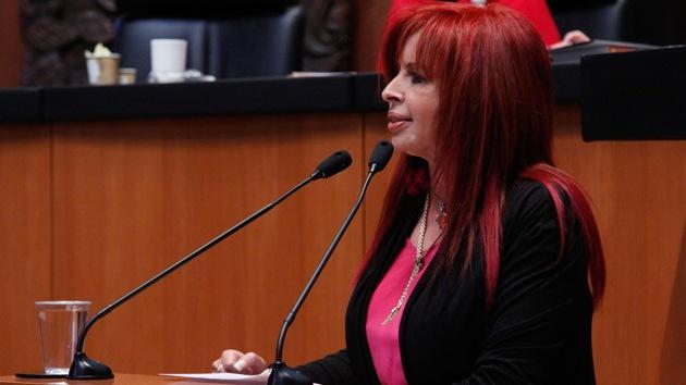 """Senadora mexicana: """"Peña Nieto, a ti te repito: Eres un cobarde"""""""