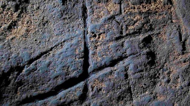 Hallan un 'hashtag' neandertal grabado en una cueva de Gibraltar