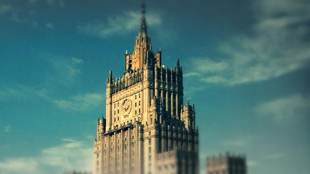 """Cancillería rusa: EE.UU. chantajea y vigila a nuestros diplomáticos con """"máximo respeto"""""""