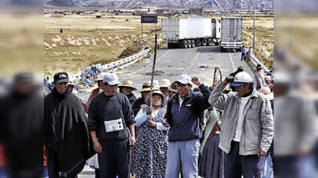 Bloqueo fronterizo entre Perú y Bolivia restringe comida y pone en peligro las elecciones