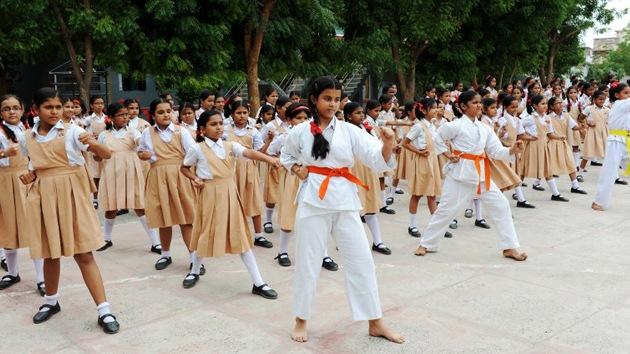 Cientos de indias aprenden artes marciales para defenderse de los violadores