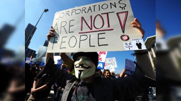 Las máscaras de Guy Fawkes, un nuevo símbolo de los tiempos de crisis