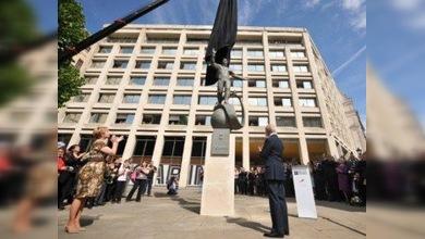 Inauguran en Londres una estatua de Yuri Gagarin