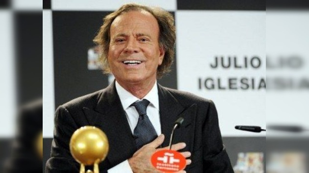 Julio Iglesias deja de lado su vida pública
