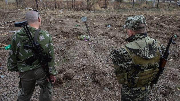 Encuentran enterramientos de civiles cerca de Donetsk