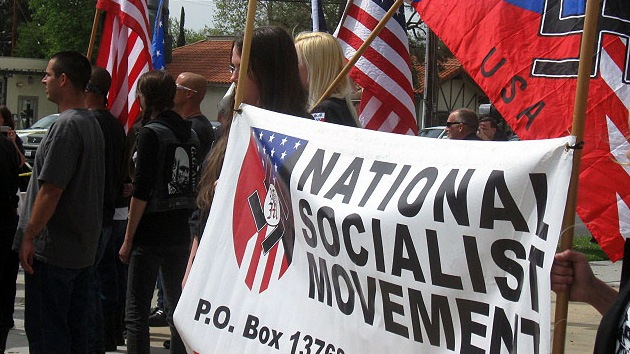 EE.UU.: Neonazis salen a las calles en una marcha antiinmigrantes