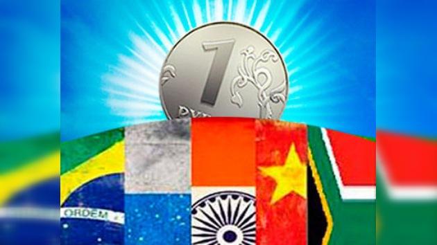 El rublo gana peso entre las monedas BRICS