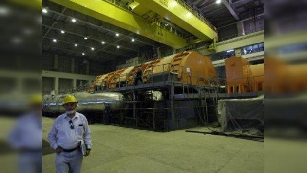 Irán comenzó a insertar el combustible nuclear en el reactor de Teherán