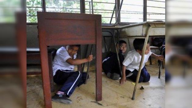 Atrapados entre tizas y balas: estudiantes colombianos aprenden a sobrevivir a tiroteos