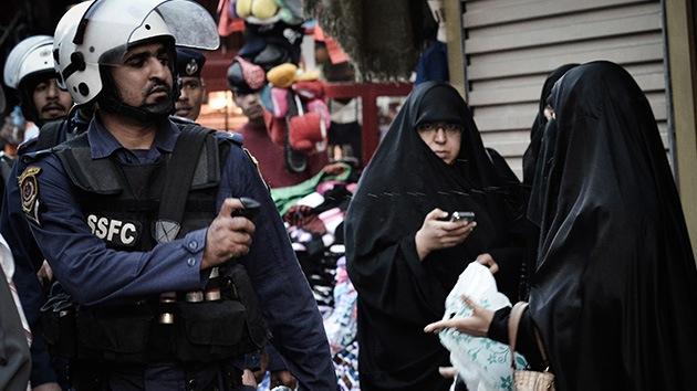 La Policía de Bahréin utiliza gas lacrimógeno para dispersar una manifestación antimonárquica