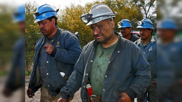 El presidente mexicano garantiza que rescatarán con vida a los mineros atrapados