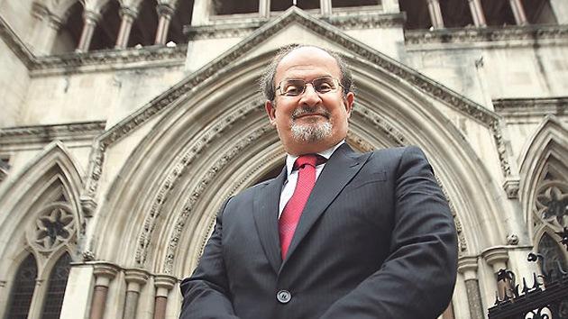 La fundación religiosa iraní aumenta la recompensa por matar al escritor Rushdie hasta 3,3 millones de dólares