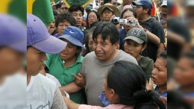 Los indígenas obligan a participar en la marcha de protesta al canciller boliviano
