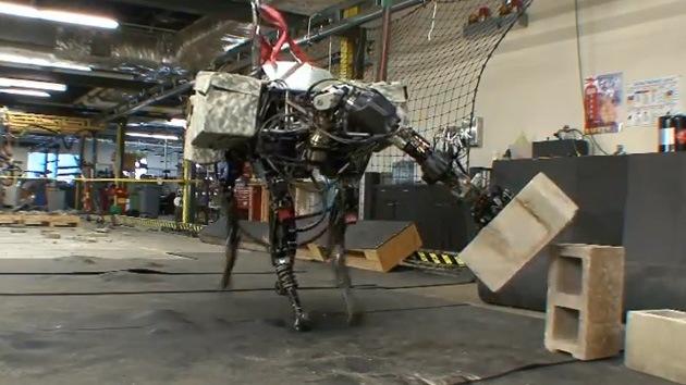 Video: La 'mula-robot' del Pentágono ya puede lanzar objetos
