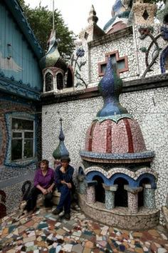 Rusia erige un palacio de basura que 'huele' a Gaudí