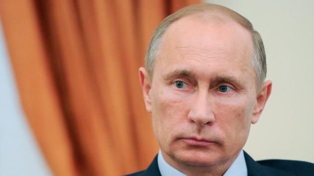 """Putin ante Cameron: """"¿Quiere apoyar a los que comen las tripas de gente ante los ojos de todos?"""""""