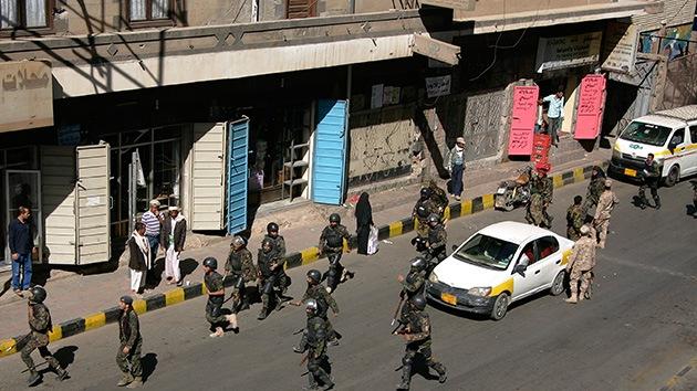 Tres explosiones sacuden la capital de Yemen, una cerca del Ministerio de Defensa