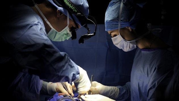 Un microchip devuelve la vista a una invidente en una operación pionera en España