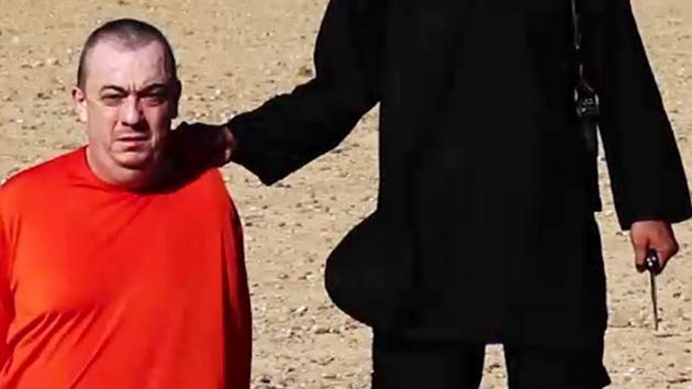 Video conmovedor: La mujer de un rehén británico pide clemencia al Estado Islámico